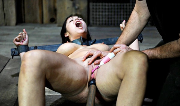 fucking-dungeon-jessica-getting-punished